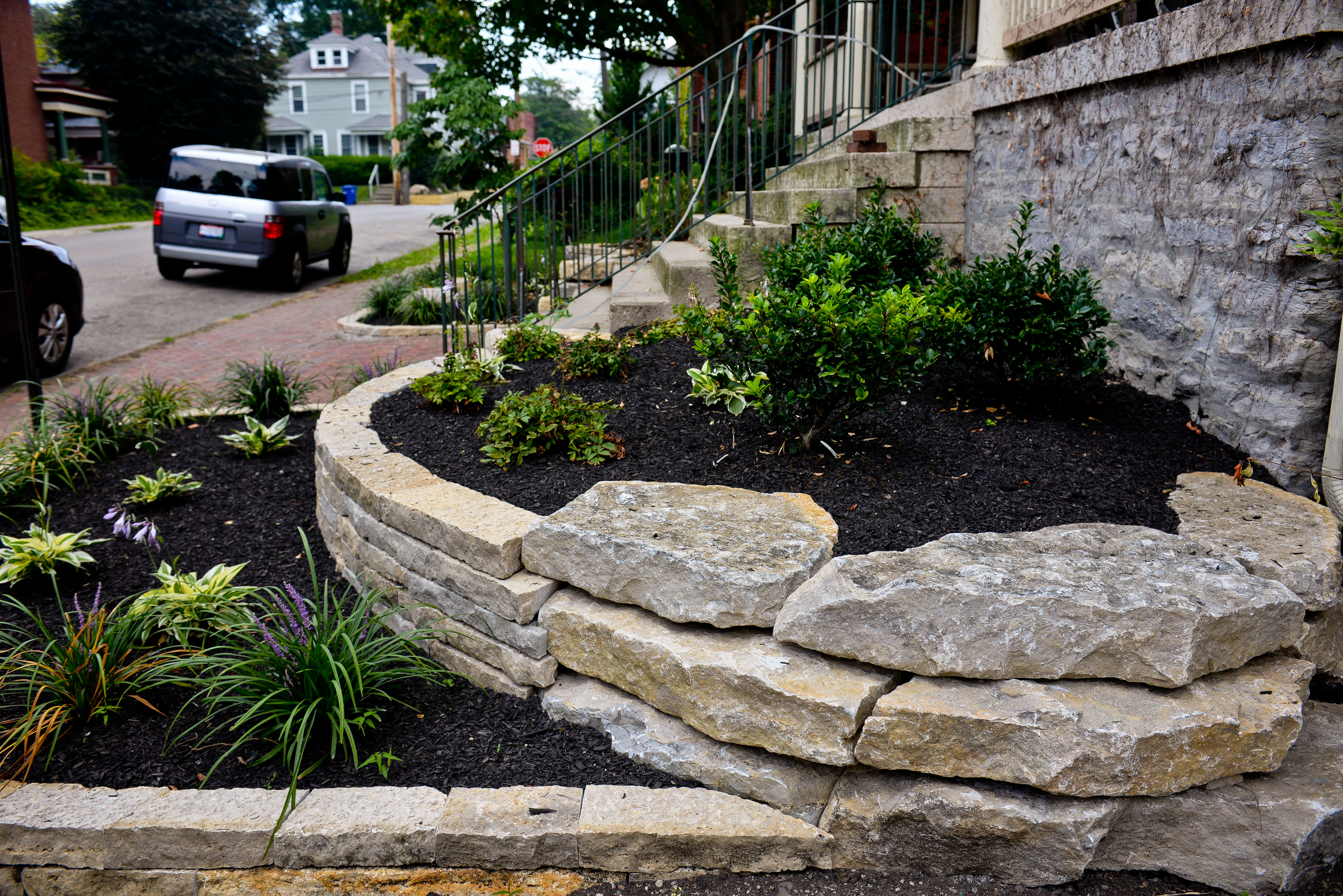 Retaining walls garden walls in columbus ohio wilber for Landscape installation
